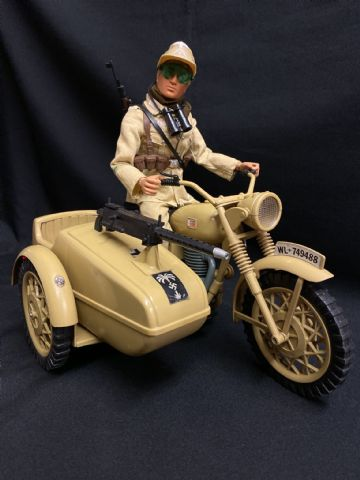 VINTAGE ACTION MAN - GERMAN AFRIKA KORPS MOTORCYCLE & SIDECAR WITH AFRIKA KORPS FIGURE (Ref2)